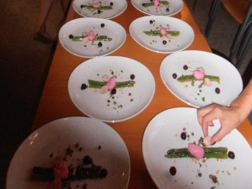 Gourmet Algarve Catering: plating asparagus